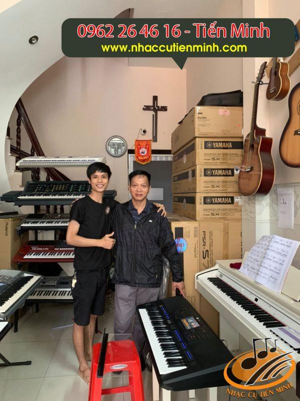 Khách đập hộp Sx900 tại Nhạc cụ Tiến Minh